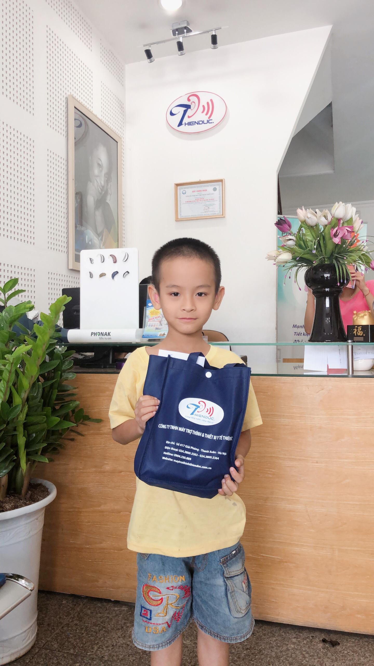 Trao tặng máy trợ thính 20 kênh cho bé Lê Quyết Trí - Vĩnh Phúc
