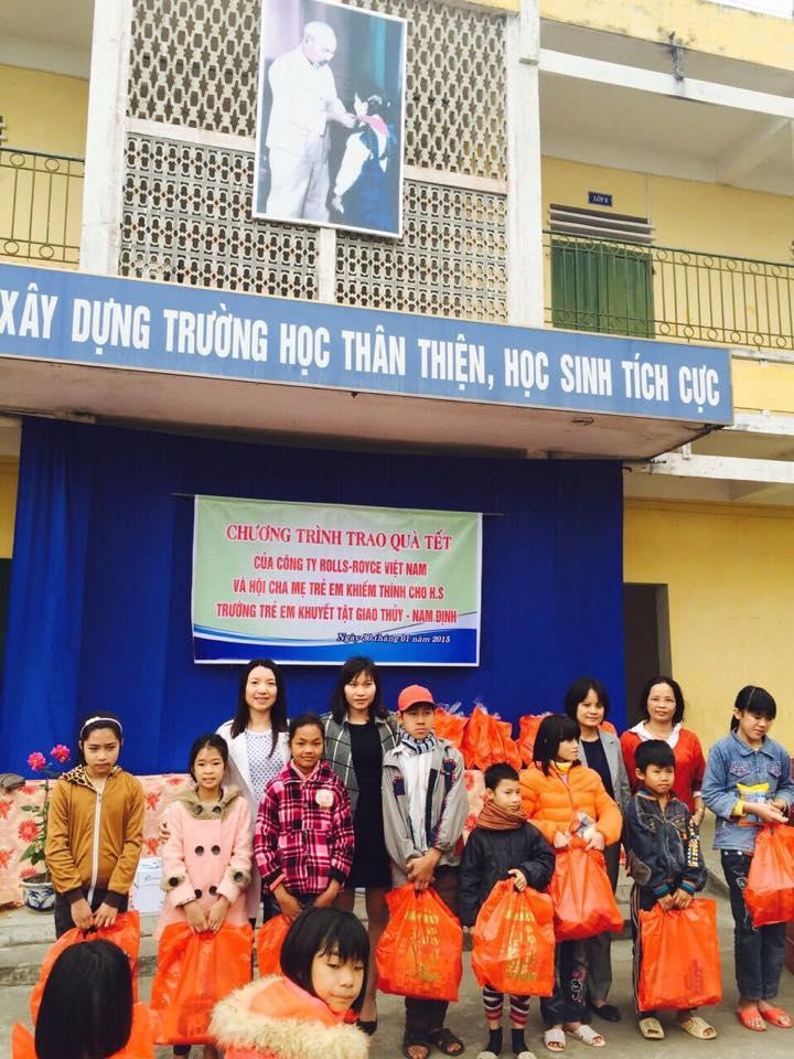 Trao quà tết cho các em tại Trường Trẻ em Khuyết Tật Giao Thủy- Nam Định